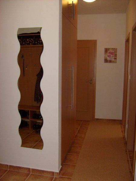 Vestavěné skříně - úložné prostory