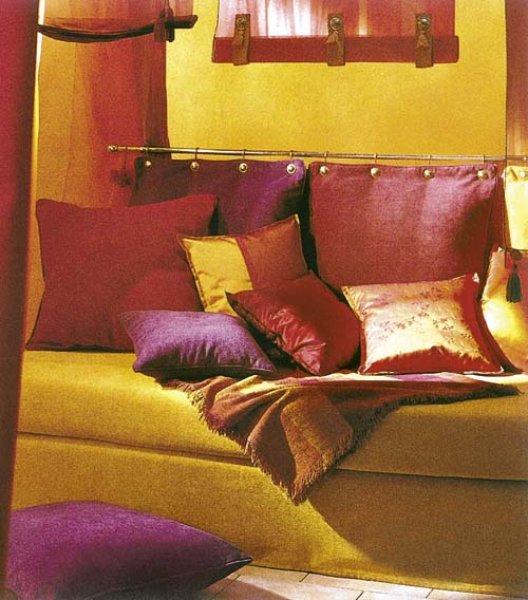 Polštářky červené - dekorace nábytku