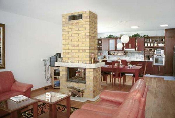 Zděný krb - obývací pokoj a jídelna