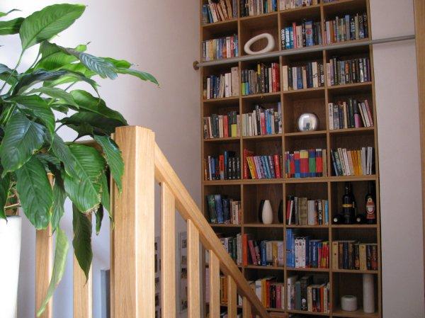 Knihovna na schodišti