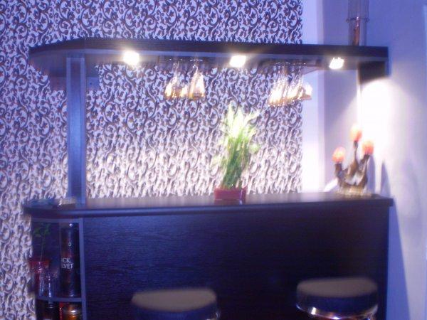 svítící bar
