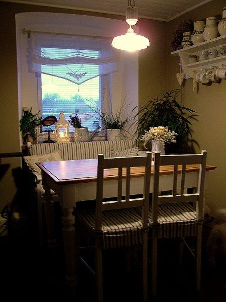 """Naše nová """"stará"""" jídelna - židle a stoly"""