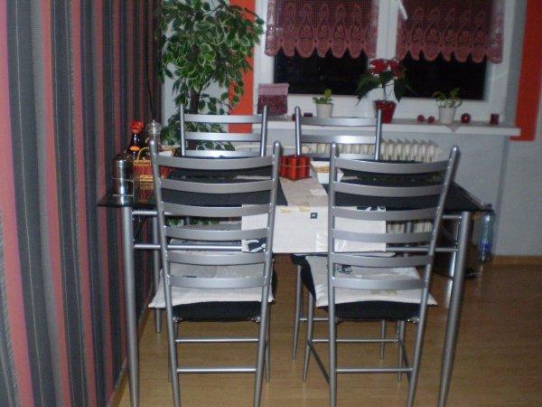 náš nový kuchynský stůl - židle a stoly