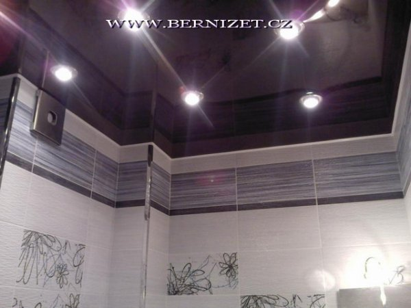 Napínané strop v koupelne