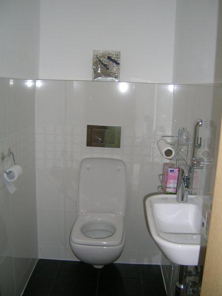záchod s bidetkou