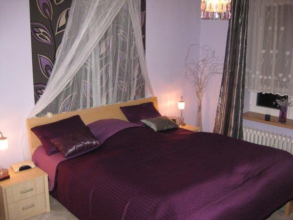 fialová ložnice