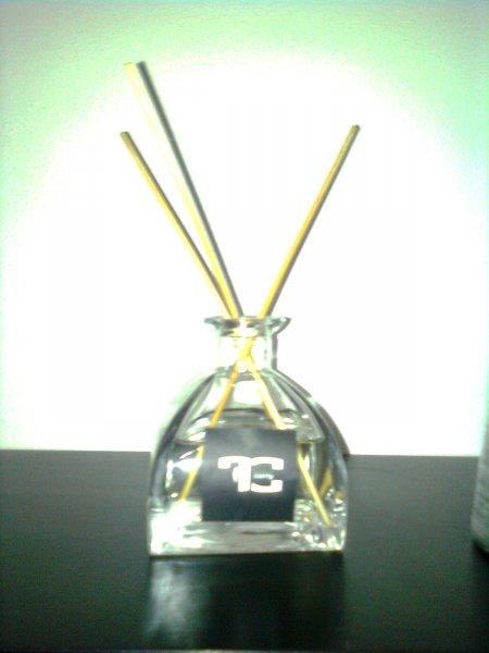 byt parfém,voní 1/2roku