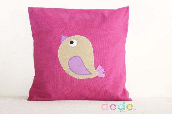 Růžový polštář s ptáčkem