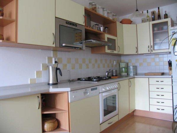 Kuchyň ve světlém