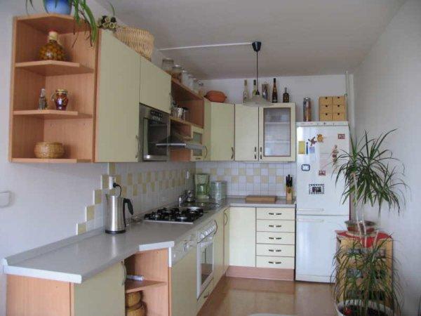 Kuchyň ve světlém2