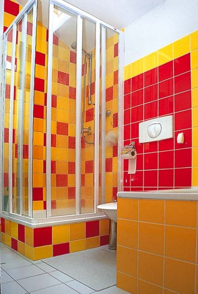 barevny sprchac.jpg