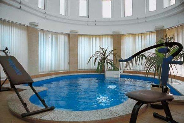 Luxusní vnitřní bazén