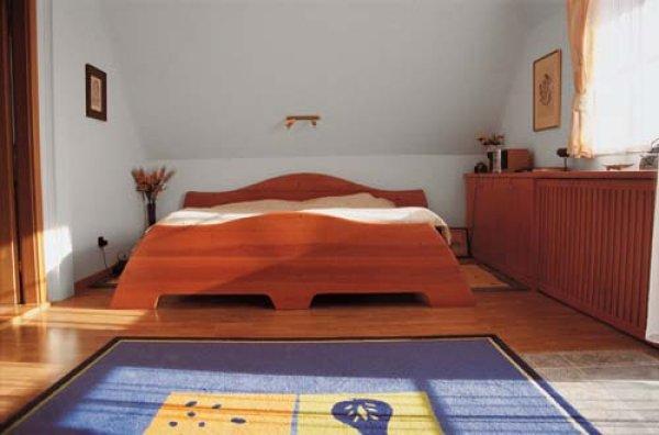 Postel ložnice - nábytek