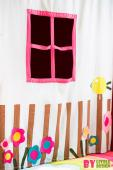 Textilní závěs s okénkem