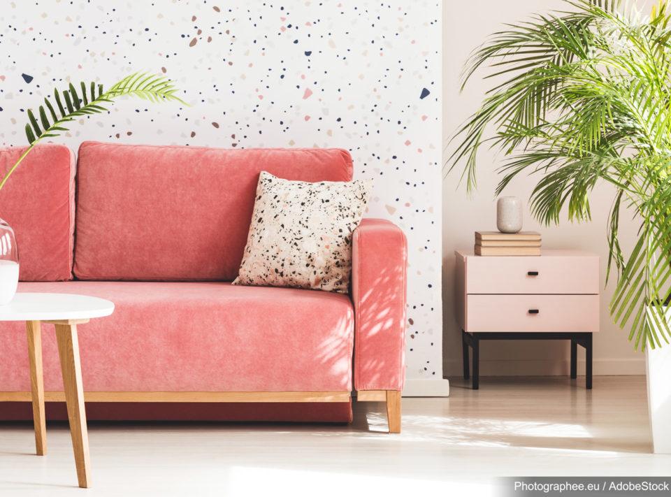 Barvou roku je odstín living coral. Jak s ním v interiéru pracovat?