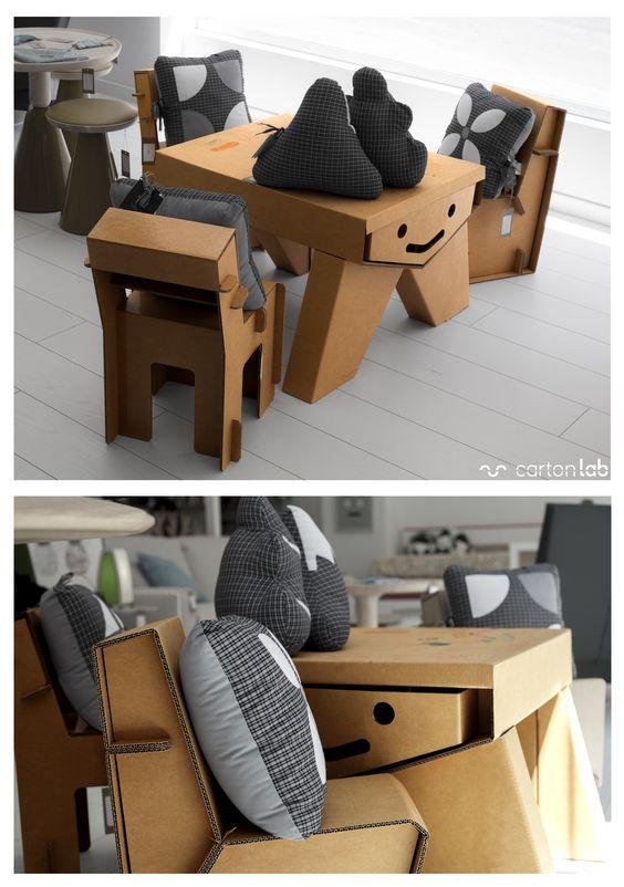nábytek z kartonu