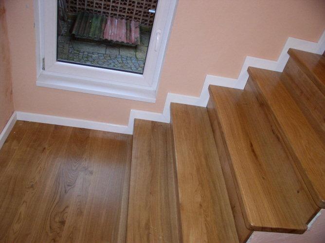 Bydlení čtenářů: Rekonstrukce podlahy a schodů v domku