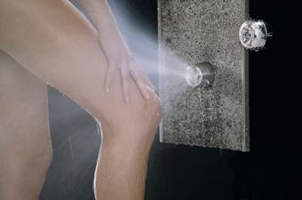Sprcha vede nad vanou