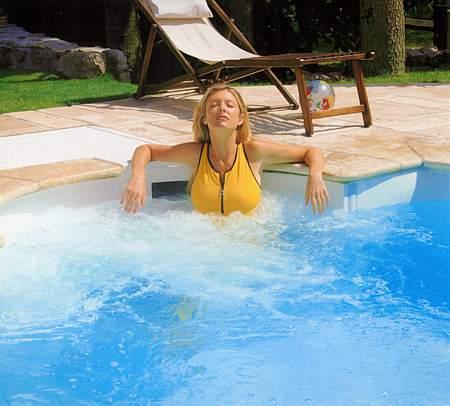 Vybavení a doplňky nejen pro venkovní bazén