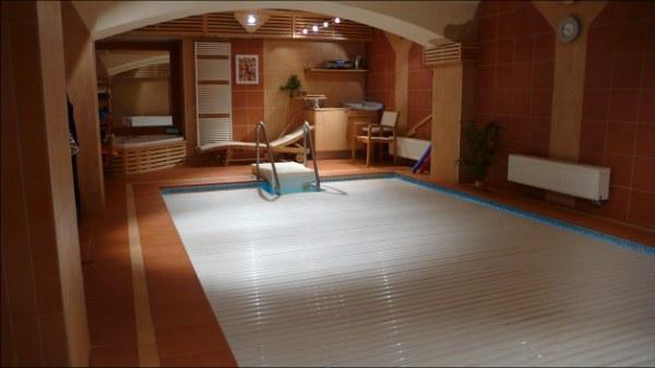 Zakrytím vnitřního bazénu ušetříte energie