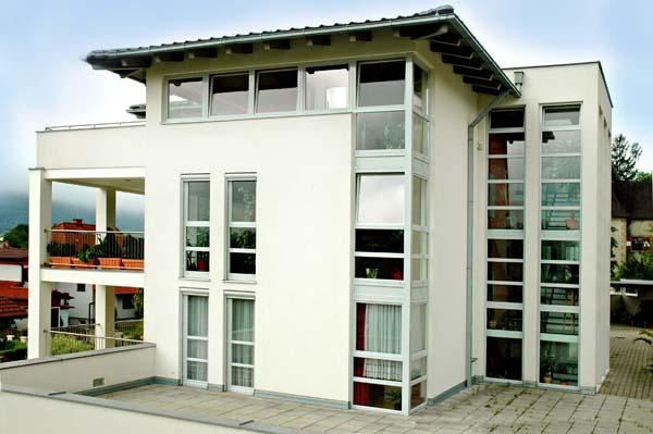 Okenní systém Kömmerling 88plus je vhodný také pro pasivní domy