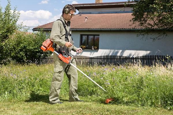 Na vysokou trávu platí speciální stroje