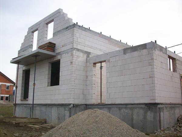 KMB SENDWIX: Postavit zdi zvládne i zručný laik