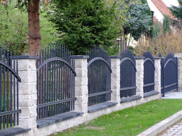 Dokonalé betonové oplocení PILEG