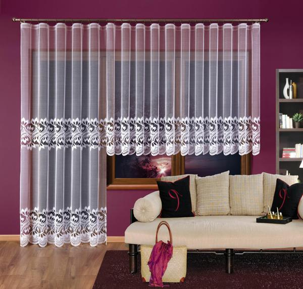 Záclony a závěsy, praktické i dekorativní.