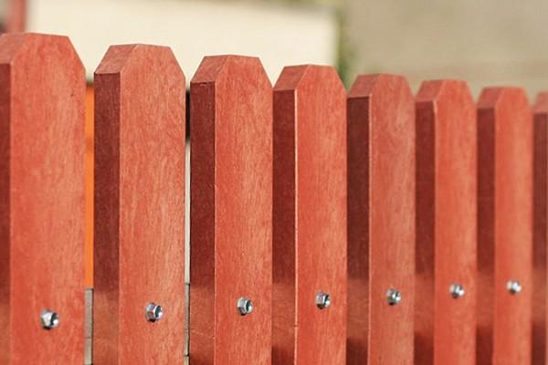 Krásný plot z Traplastu Vám bude sloužit navěky.
