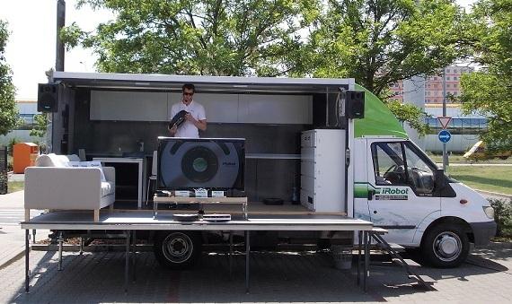 Roomba a Scooba v ulicích aneb iRobot Road Show 2012