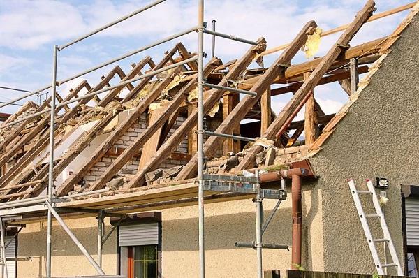 Jak na rekonstrukci střechy?