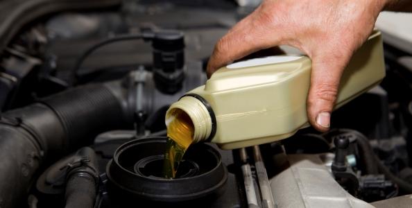 Sekačky a křovinořezy - jak načasovat výměnu oleje?