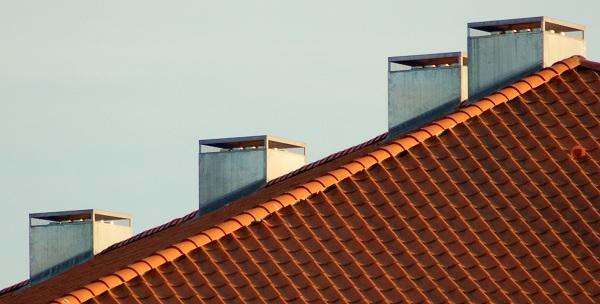 Kachlová kamna: prověřená klasika i moderní architektonický prvek