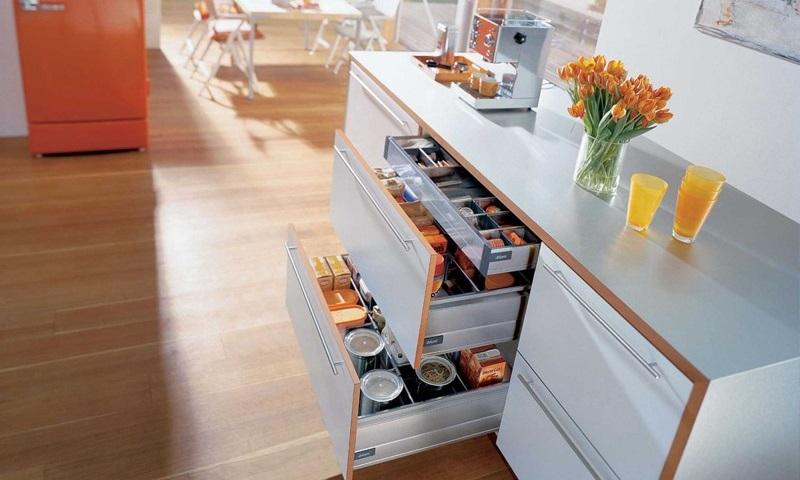 Pořádek v kuchyni? Stačí plnovýsuvy a chytré drátěné programy