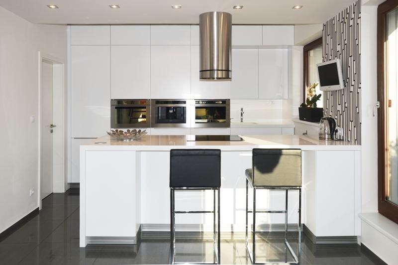 Kam dát lednici a kam dřez? Základ je zvolit vhodný tvar kuchyně