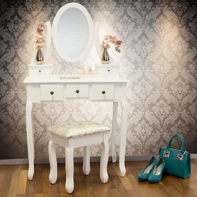 Proč by ani u vás doma neměl chybět toaletní stolek