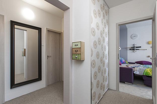 Jak se staví sen: proměna tří místností pro babičku s vnučkou