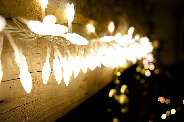 Přiveďte domů ducha Vánoc pomocí romantických světýlek