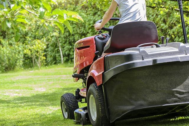 Usnadněte si práci na zahradě se správnou technikou. Co by vám nemělo chybět v nadcházející sezóně?