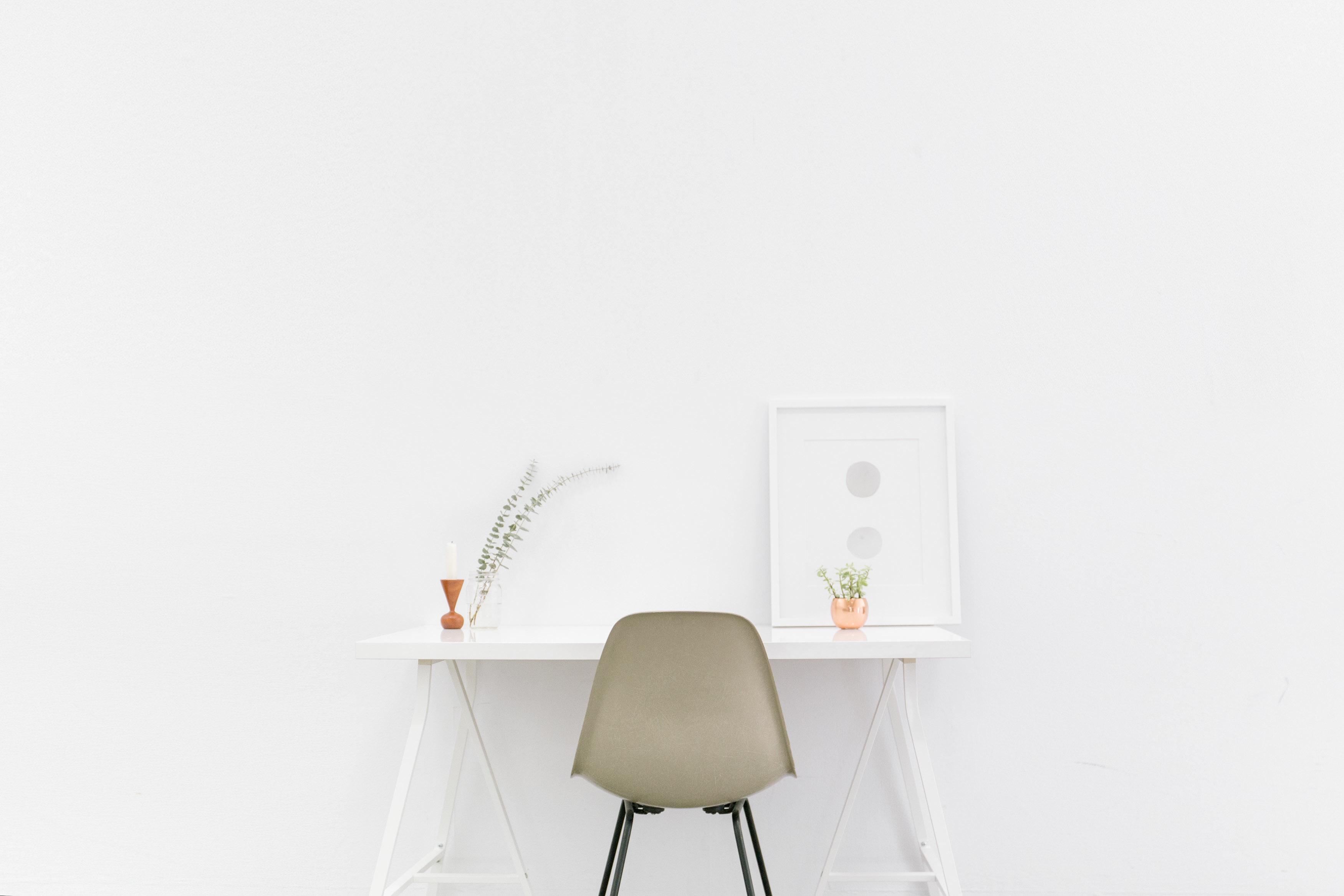 Stoly i stolky do vaší domácnosti, aneb 4 skvělé tipy