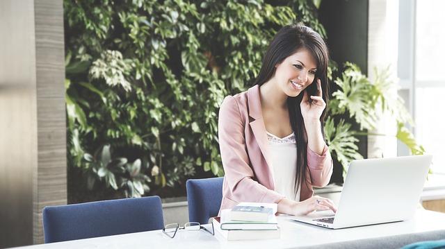 Usaďte se tak, aby se vám v práci líbilo – stačí kvalitní kancelářská židle