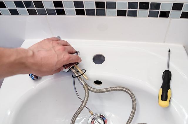Prasklá vodovodní trubka? Vhod vám přijde rychlá půjčka