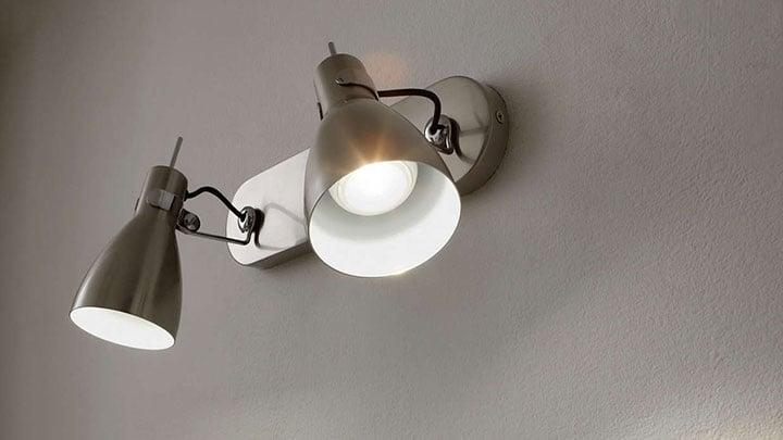 Úsporné žárovky někdy problikávají. Poradíme vám co s tím