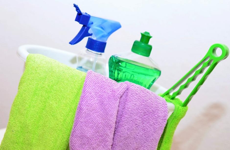 Jak správně čistit nábytek, aby zůstal i nadále lesklý?