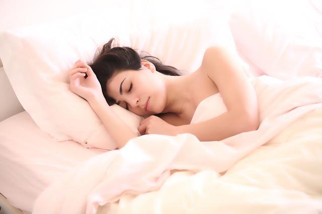 Ke kvalitnímu spánku jen dobrá matrace nestačí