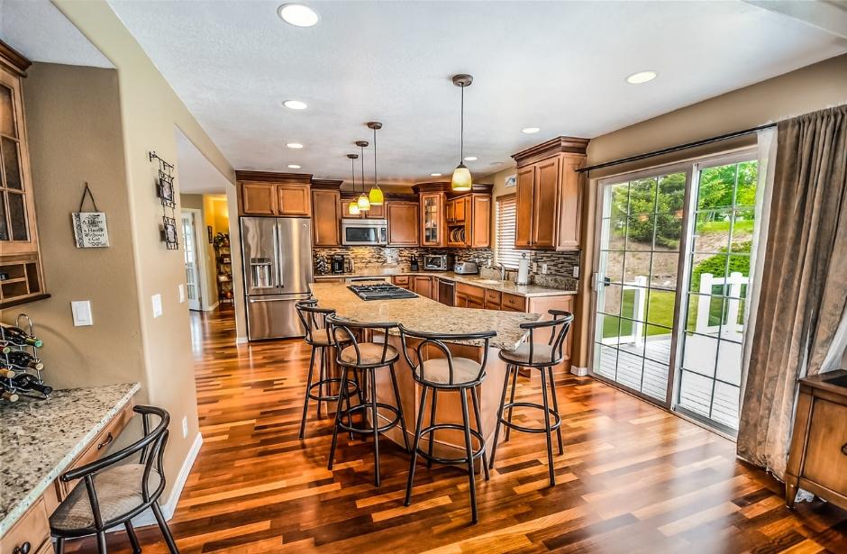 Známe výhody dřevěných podlah. Díky čemu jsou tak oblíbené?