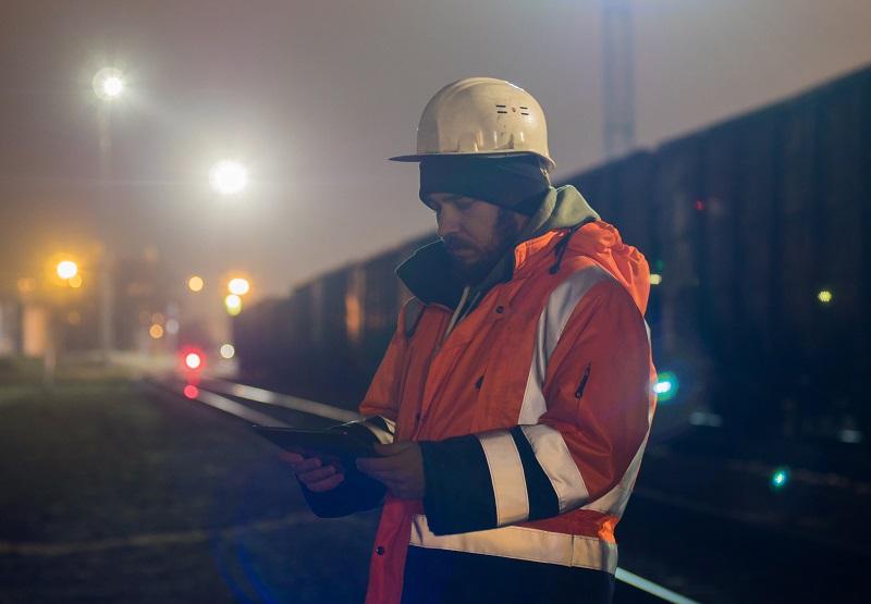 Zásady bezpečnosti práce v noci: Víte, na co nesmíte zapomenout?