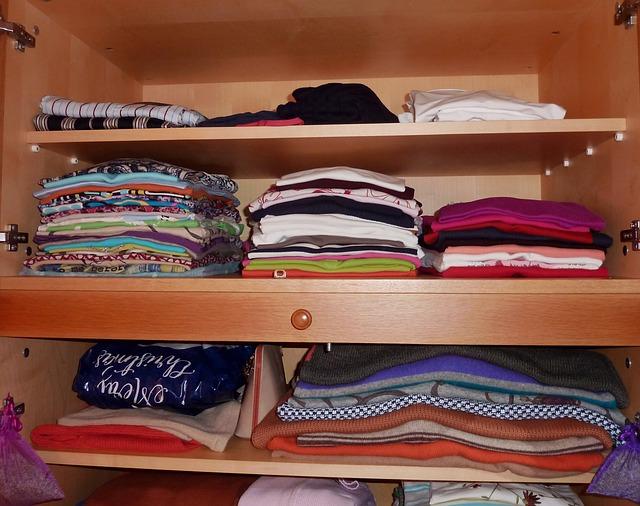 Kupujeme šatní skříň