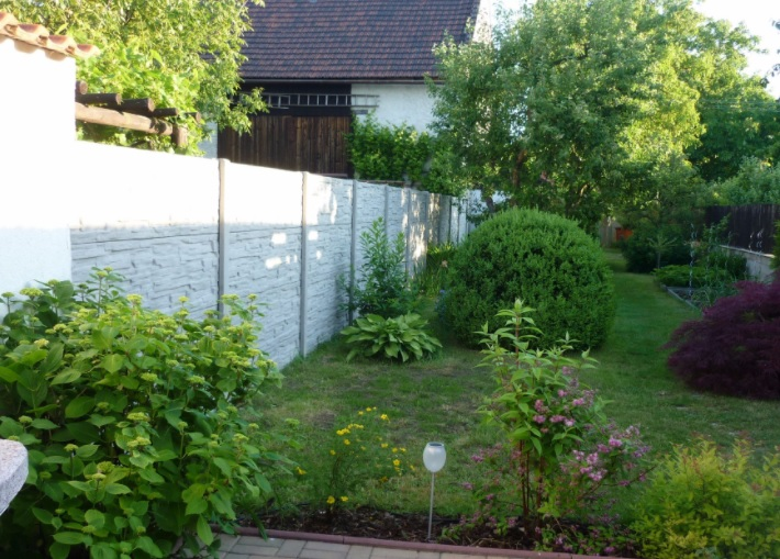 Betonový plot je nejen ochranou, ale i ozdobou